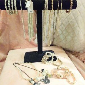Pearl necklace & bracelet bundle!
